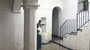 tarifarealestate-V-JJC-property-with-potential-old-town-entrance-arch-staircase
